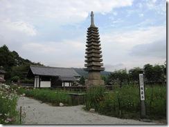 十三重石塔(重要文化財)