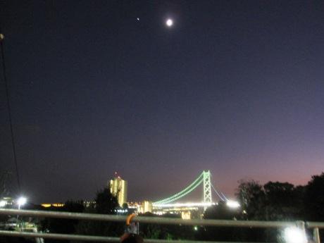 明石海峡大橋と月