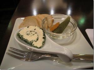 チーズとピクルス