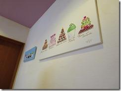 壁に飾られた絵